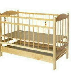 Crib with drawer and mattress (wheels / rocking chair)