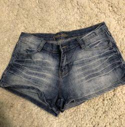 Pantaloni din Italia