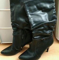 Μπότες μέγεθος 37
