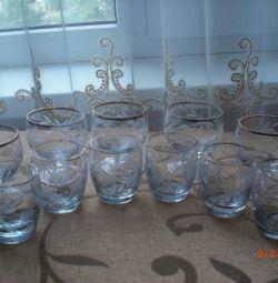 Un set de pahare de vin