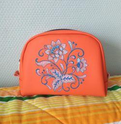 Θετική καλλυντική τσάντα με κεντήματα