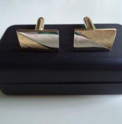 Kol düğmeleri altın
