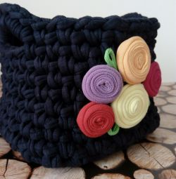 Interior basket of knitted yarn
