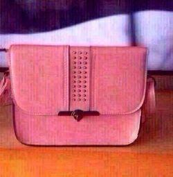 The handbag is fashionable.)