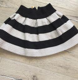 Skirt gum