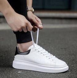 Spor ayakkabısı YENİ