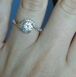 gilded ring with cubic zirconias