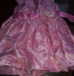 Το φόρεμα είναι κομψό. 98 cm