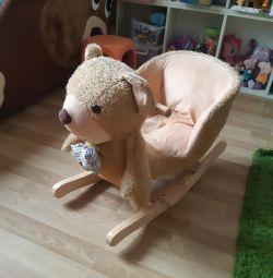 Αρκούδα ταλαντεύεται