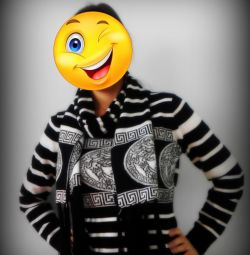 Sweatshirt with scarf