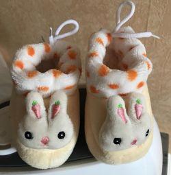 Ζεστά μπότες νέα