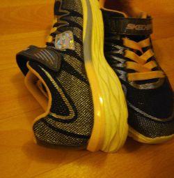 Pantofi pentru fete de la Skechers
