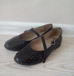 Pantofi pentru școală