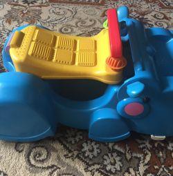 Masina-scaun cu rotile pentru copii de la 1g. Până la 3-4 ani