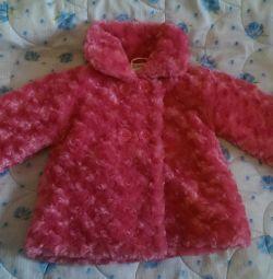 Μοντέρνο παλτό για ένα κορίτσι, ηλικίας έως 2 ετών. Το φθινόπωρο είναι το φθινόπωρο.