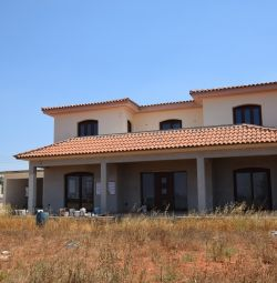 Part Complete 3 Bedroom House with Swimming Pool i