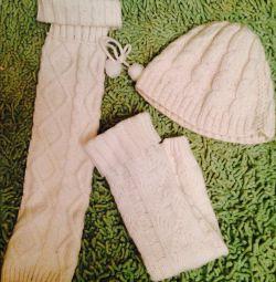 Pălărie albă și jambiere