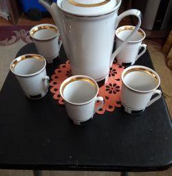 Кофейник и 5кофейных чашек