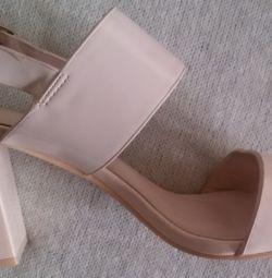 İnce sandaletler