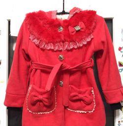 The coat is new demi-season