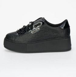Αθλητικά παπούτσια νέα GUESS