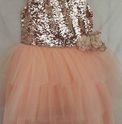 Продам,платье недорого.
