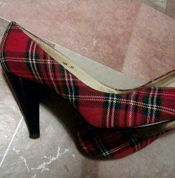 Отдам стильные туфли р.37 Есть нюанс долго лежали