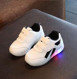 Sneakers for children with flashing soles