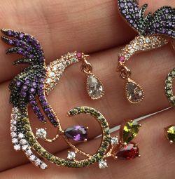 Cercei sub formă de colibri cu pietre