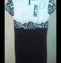 Φόρεμα νέα, να πουλήσει πολλά ρούχα