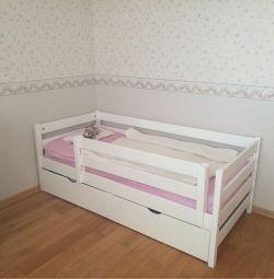 Κρεβάτι με μια πλευρά