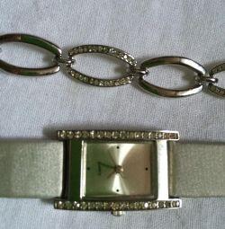 Часы и браслет. Белые металл с камешками