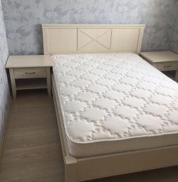 Κρεβάτι +2 κομοδίνα