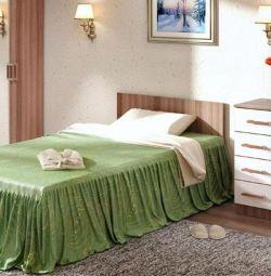 кровать стандарт маленькая . в наличии .