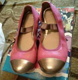 Ballet flats girl