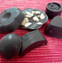Ciocolată naturală realizată manual