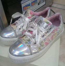 Fashion shoes for girls, p. 34