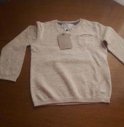 Pulover nou Zara pentru un băiat