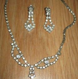 women jewelry set of necklaces and clips