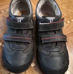 Полу черевики Тотті (розмір 32)