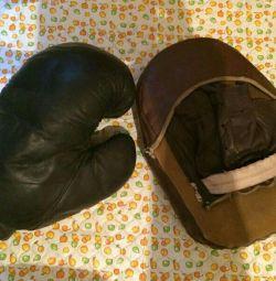 Free Boxing Glove left.