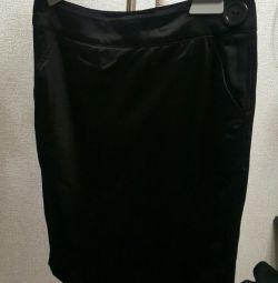 Σατέν φούστα μολύβι με μια σχισμή πίσω
