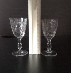 Crystal glasses and glasses
