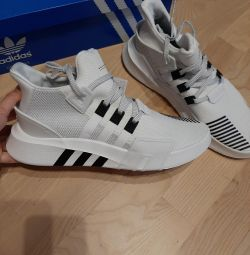 Нові, оригінальні кросівки adidas рр 40-45