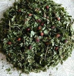 Lezzetli dut ve bitkisel çay