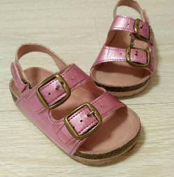Παπούτσια 22 και 23 με μέγεθος ενός κοριτσιού