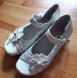 Δερμάτινα παπούτσια παντού