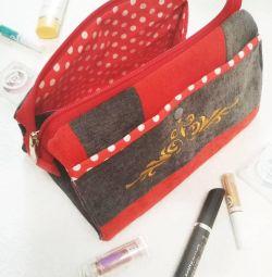 Νέα κοσμητική τσάντα με κεντήματα