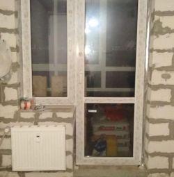 Balkon kapısı ve balkonunda kullanılan plastik pencereler