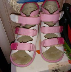 Ortopedik ayakkabılar çocuk sandaletleri